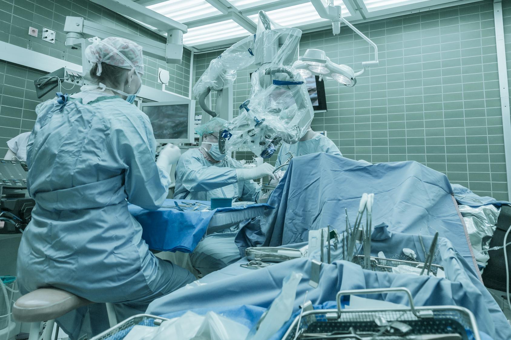 u1253 cerebral venous sinus thrombosis surgical thrombectomy